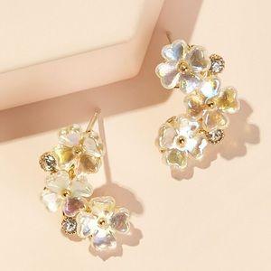 🌸 Beautiful rhinestone flower stud earrings 🌸